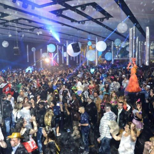 רחבת ריקודים מלאה באולם האחוזה