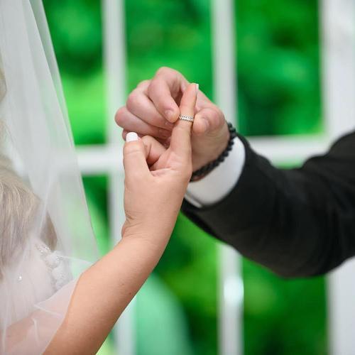 החתונה של שני   האחוזה מודיעין